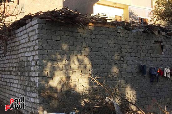 أسرة بسوهاج تطالب بإعادة بناء منزلهم (7)