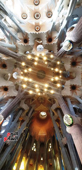 سقف-الكنيسة-المزين