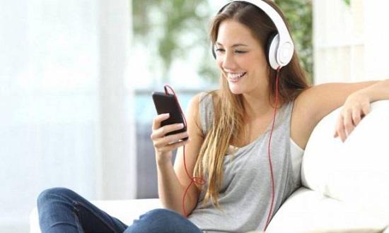 سماع الموسيقى