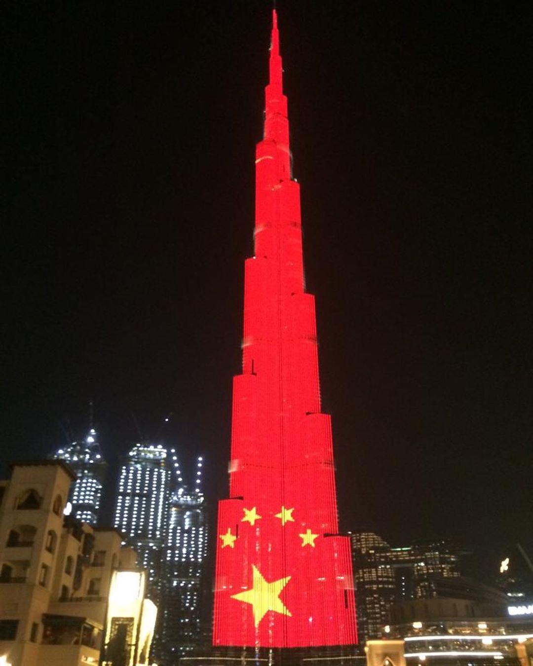 برج خليفة يضيء بألوان العلم الصينى تضامنا مع حربها ضد فيروس كورونا اليوم السابع