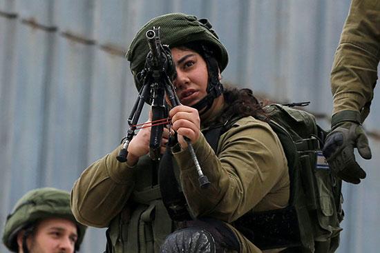 مواجهة المحتجين من أفراد الأمن الاسرائيلى