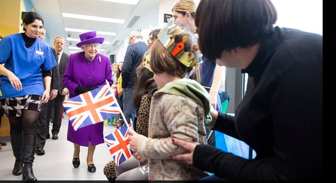 زيارة الملكة اليزابيث لمستشفى فى لندن