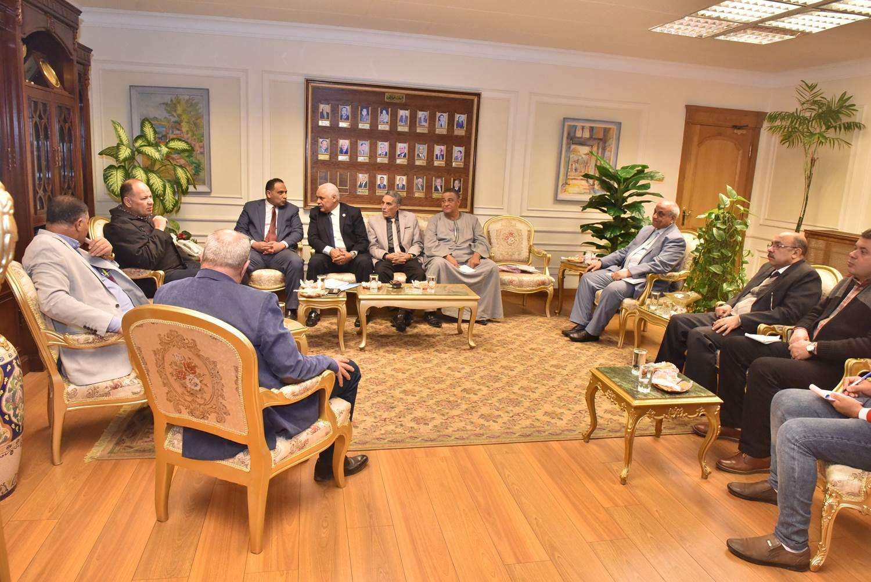 محافظ أسيوط يلتقي أعضاء مجلس النواب  (4)