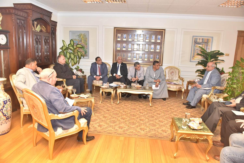 محافظ أسيوط يلتقي أعضاء مجلس النواب  (6)