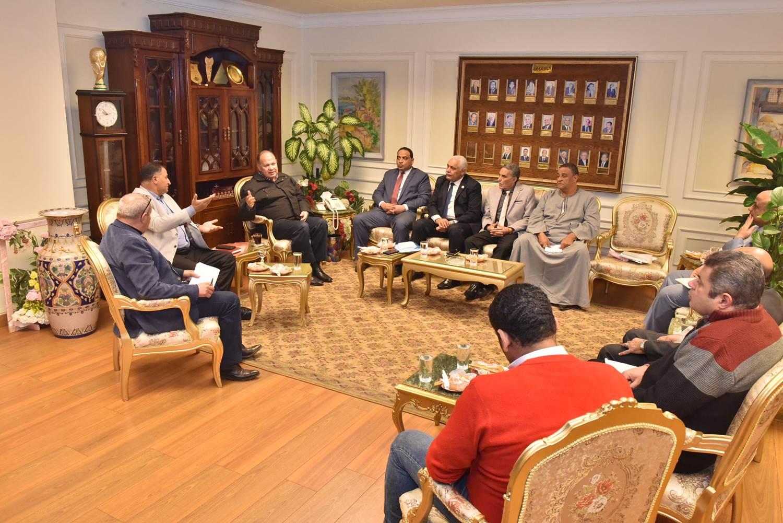 محافظ أسيوط يلتقي أعضاء مجلس النواب  (5)
