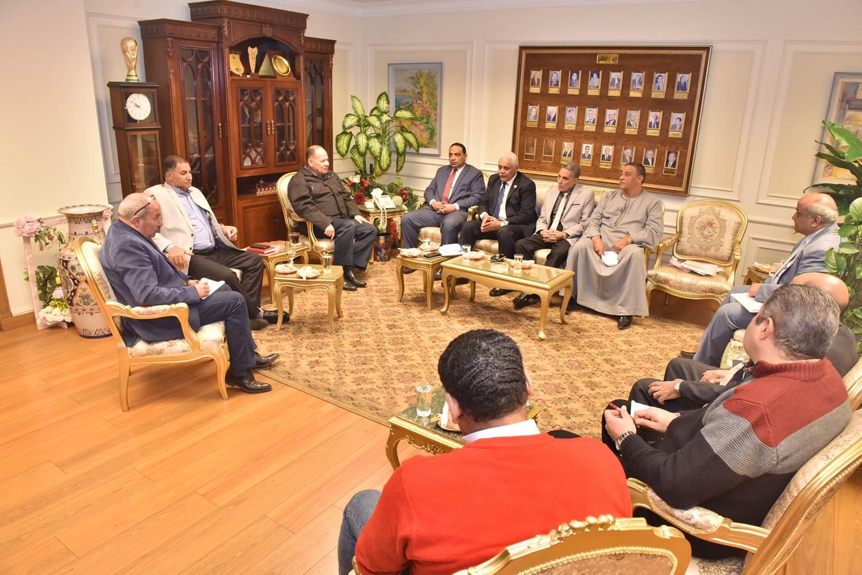 محافظ أسيوط يلتقي أعضاء مجلس النواب  (3)