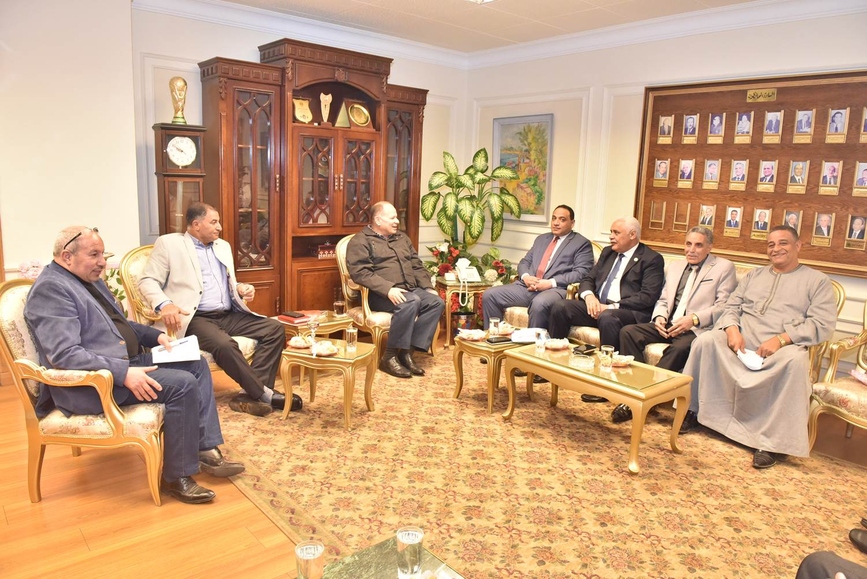 محافظ أسيوط يلتقي أعضاء مجلس النواب  (1)