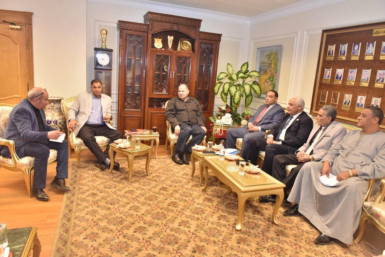 محافظ أسيوط يلتقي أعضاء مجلس النواب  (2)