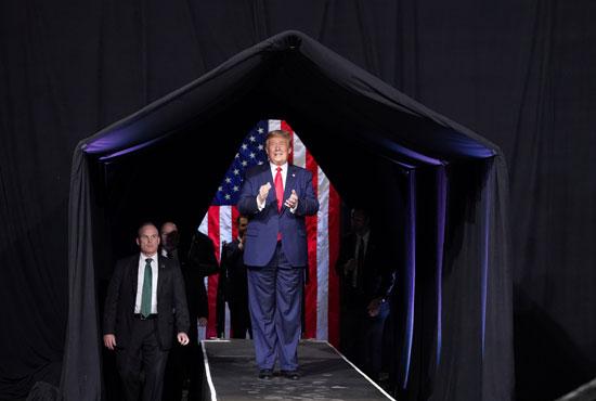 الرئيس الأمريكي دونالد ترامب يعقد حملة انتخابية في فينيكس