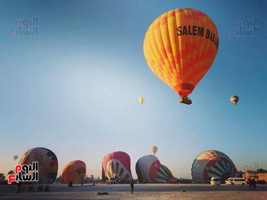 انطلاق عدد من البالونات