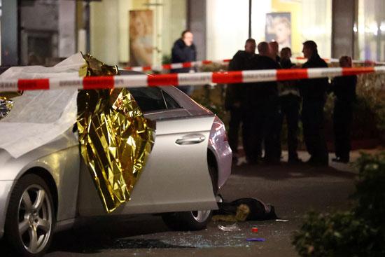 شوهدت جثة ملقاة بجوار سيارة فى موفع اطلاق النار