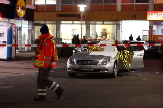48682-سيارة-تالفة-بعد-إطلاق-نار-في-هاناو-بالقرب-من-فرانكفورت