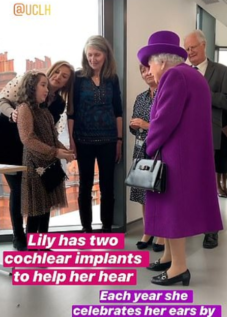 الملكة فى زيارة لمستشفى فى لندن