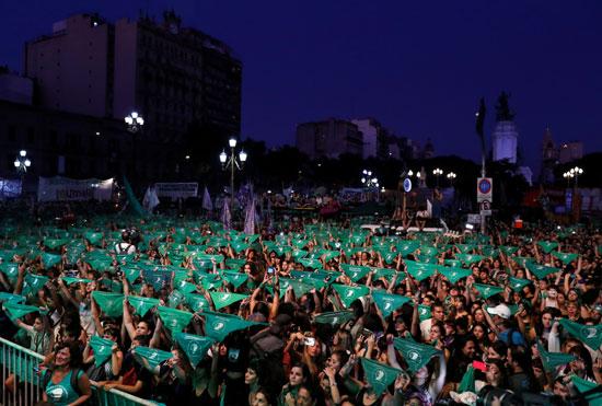 حشد تأييدا لتقنين الإجهاض خارج الكونجرس الأرجنتينى