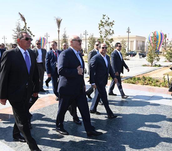 السيسى ونظيره البيلاروسى يتفقدان معرض مجلس الأعمال المصري - البيلاروسي (5)