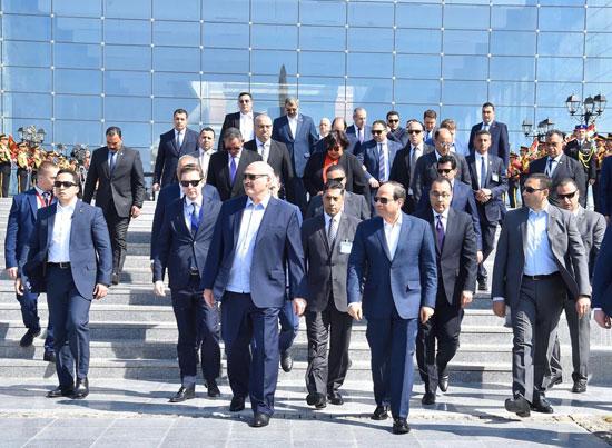 السيسى ونظيره البيلاروسى يتفقدان معرض مجلس الأعمال المصري - البيلاروسي (3)