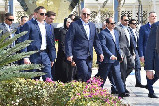 السيسى ونظيره البيلاروسى يتفقدان معرض مجلس الأعمال المصري - البيلاروسي (7)
