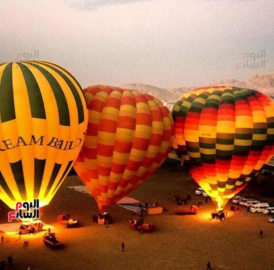 إقبال السائحين على رحلات البالون