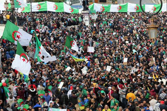 آلاف المتظاهرين فى الجزائر