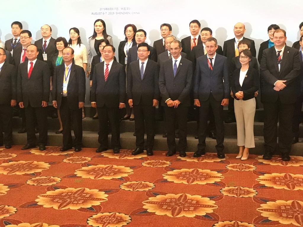 وزير الاتصالات خلال إحدى المؤتمرات الدولية