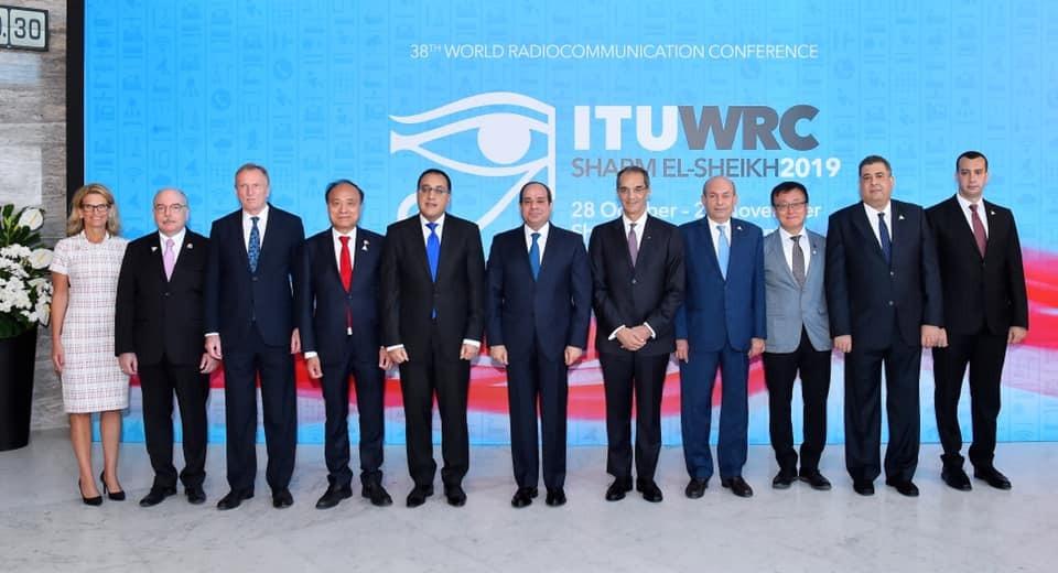رئيس الجمهورية ووزير الاتصالات مع المشاركين بمؤتمر الاتصالات الراديوية