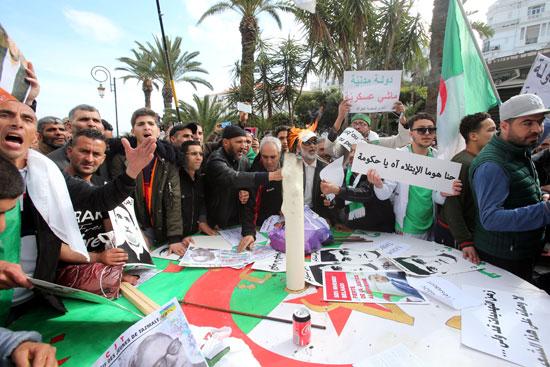 احتجاجات حاشدة بالجزائر