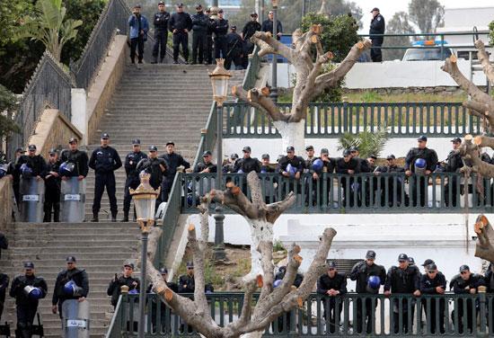 الشرطة تحيط المتظاهرين