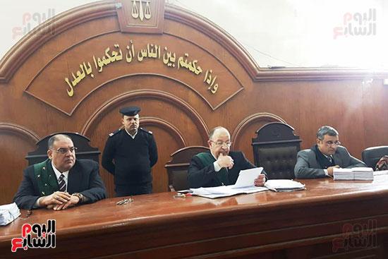 هيئة-المحكمة-أثناء-مناقشتها-القضية