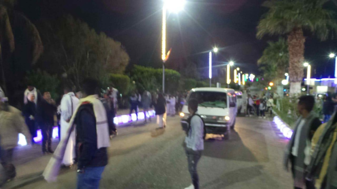 توافد السائحين على معبد أبوسمبل (2)