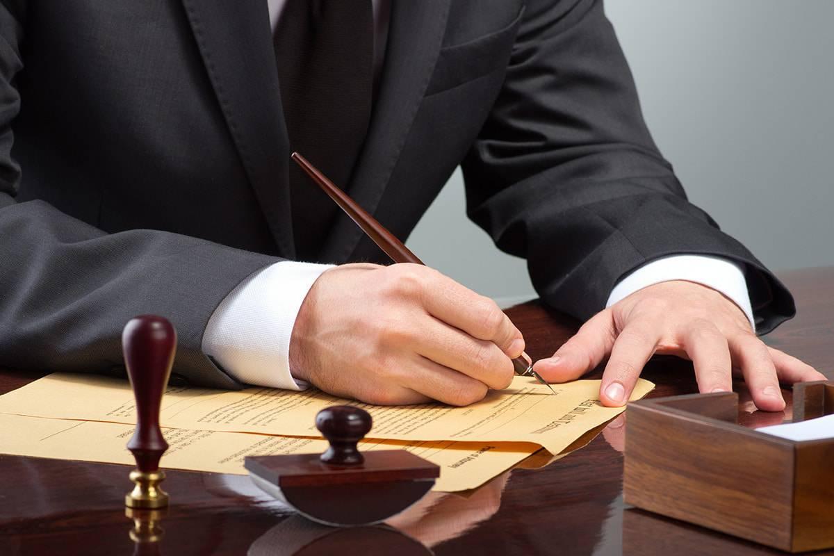 راتب-المحامي-في-الامارات