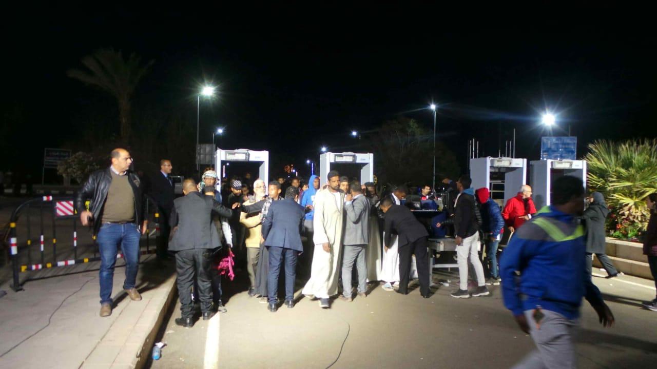 توافد السائحين على معبد أبوسمبل  (4)