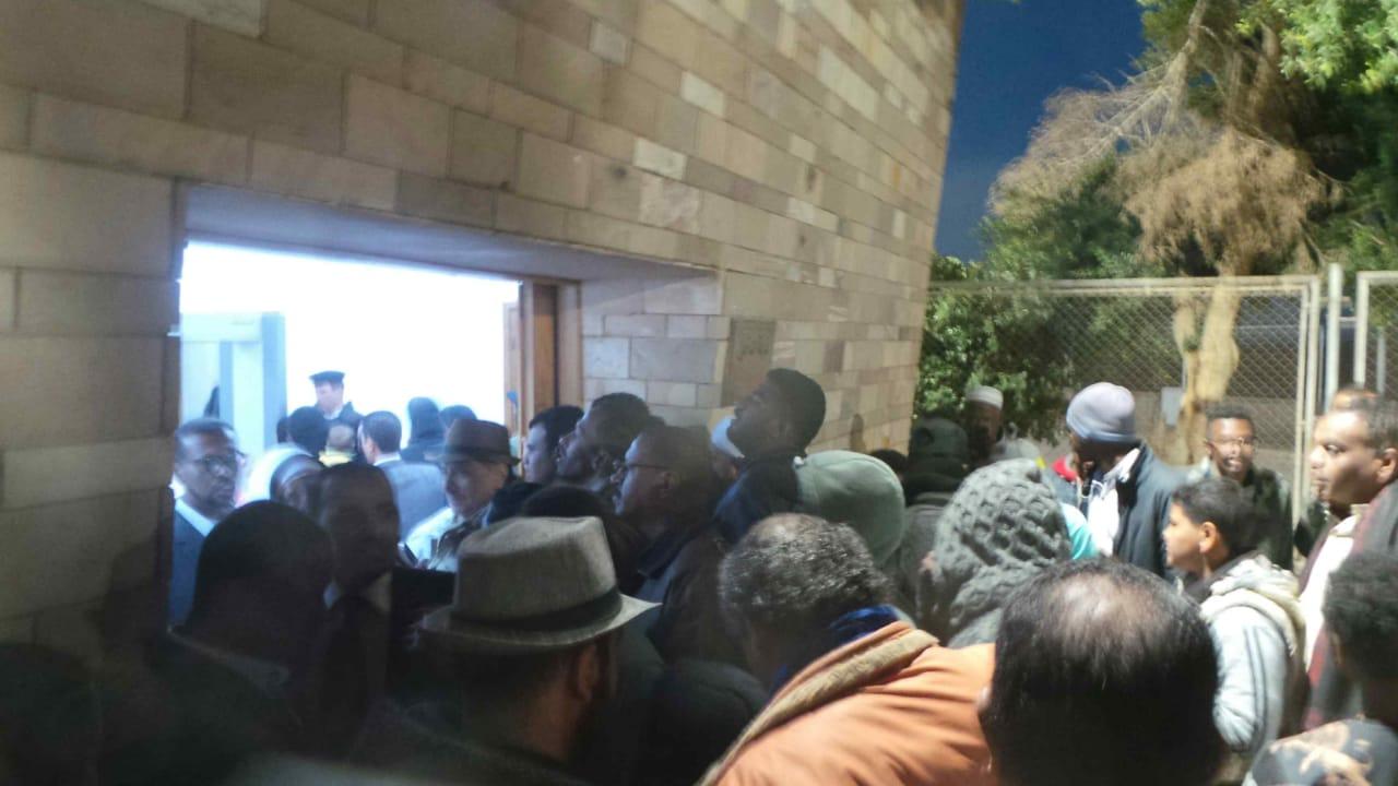 توافد السائحين على معبد أبوسمبل (5)