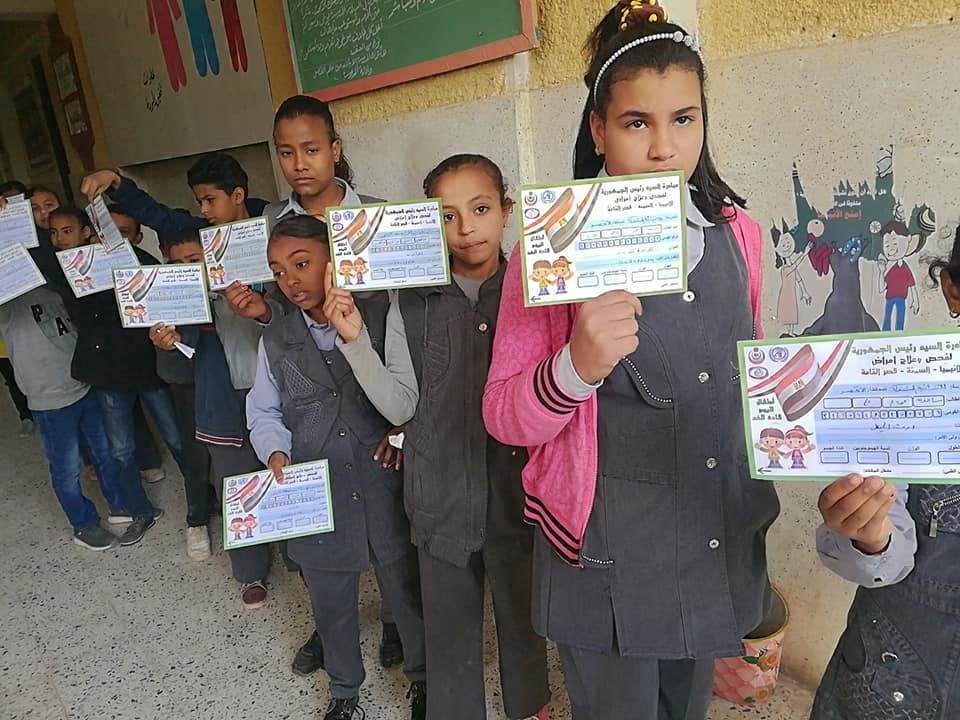 تعليم الأقصر تستكمل مسيرة فحص طلبة المدارس بأرمنت ووسط المدينة (1)