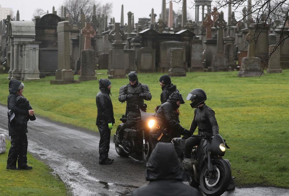 روبرت باتينسون في المقابر