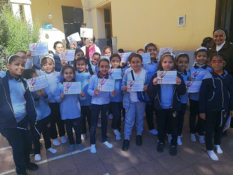 تعليم الأقصر تستكمل مسيرة فحص طلبة المدارس بأرمنت ووسط المدينة (2)