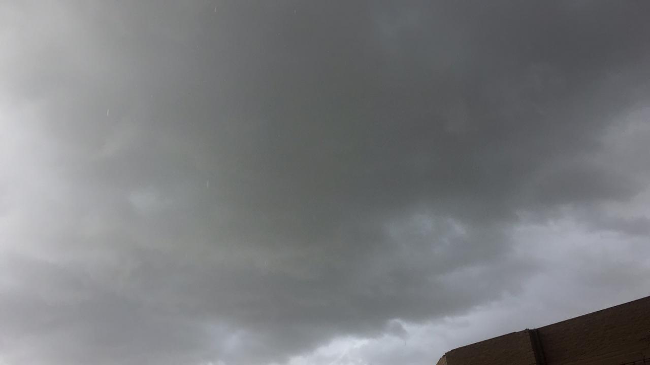 تشهد مراكز محافظة سوهاج اليوم الاثنين موجة من الطقس السيئ (2)