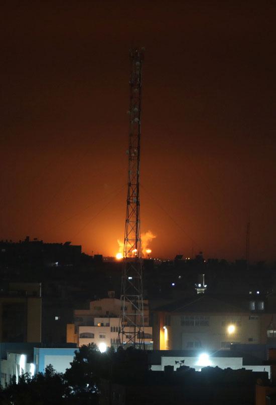 الانفجارات تضيء سماء غزة