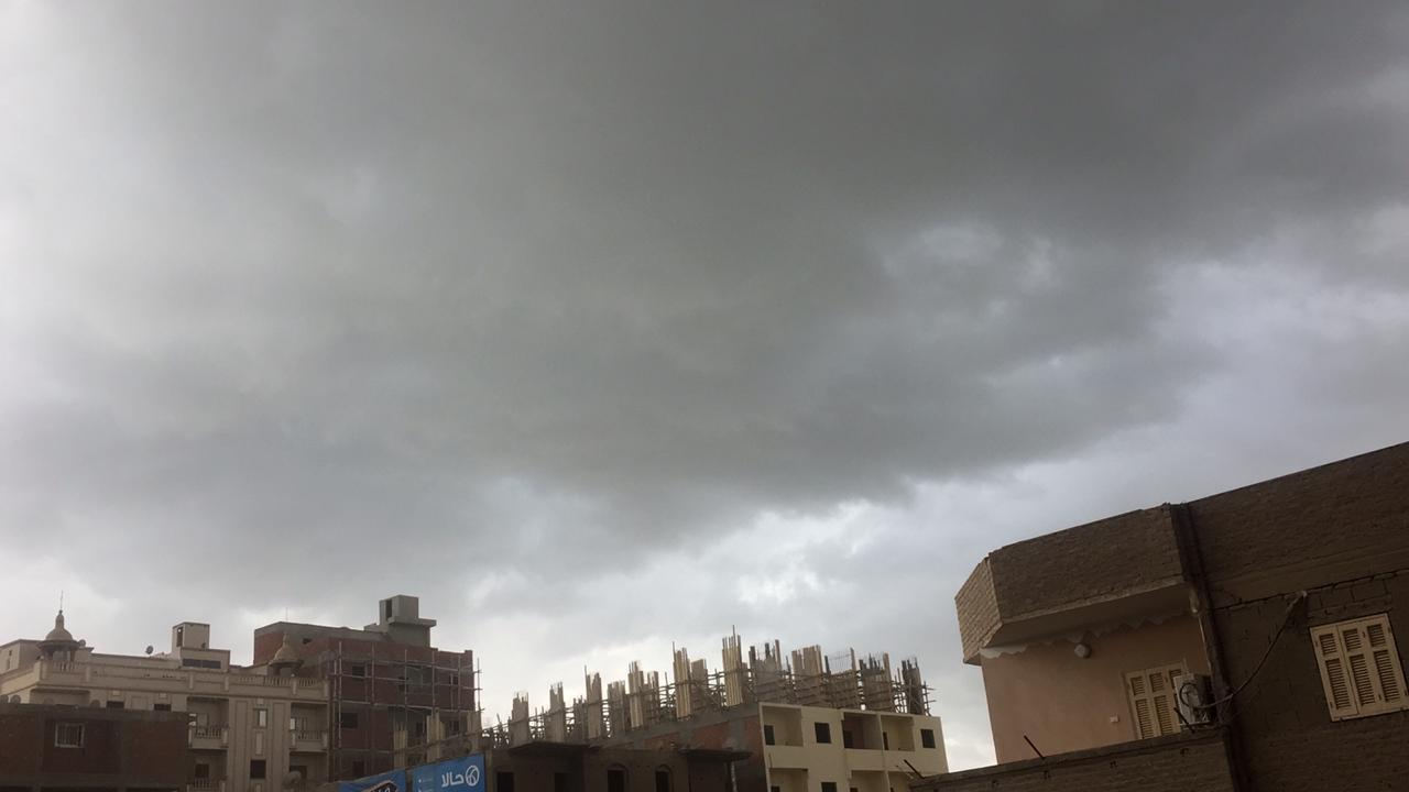 تشهد مراكز محافظة سوهاج اليوم الاثنين موجة من الطقس السيئ (3)