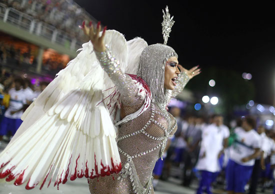 عرض-راقص-لفتاة-برازيلية