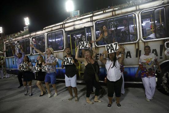 حافلات-تنقل-المواطنين-لحضور-الكرنفال