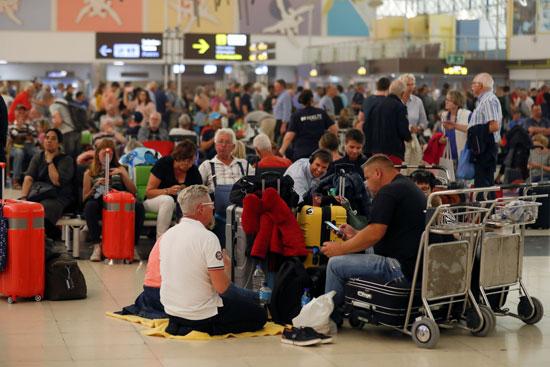 إسبانيا تغلق المطارات بسبب الأحوال الجوية السيئة