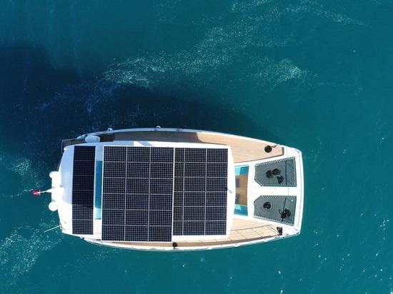 .. يخت يعمل بالطاقة الشمسية مدى الحياة بقيمته  3,3 مليون دولار  (2)