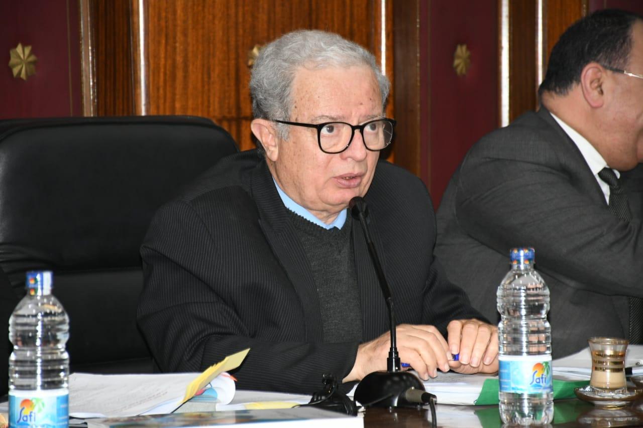 الدكتور حسين عيسى