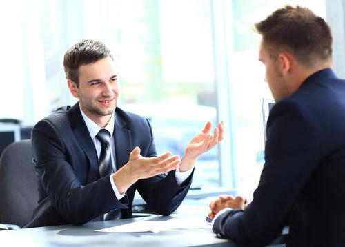 إجراء مقابلة داخل العمل