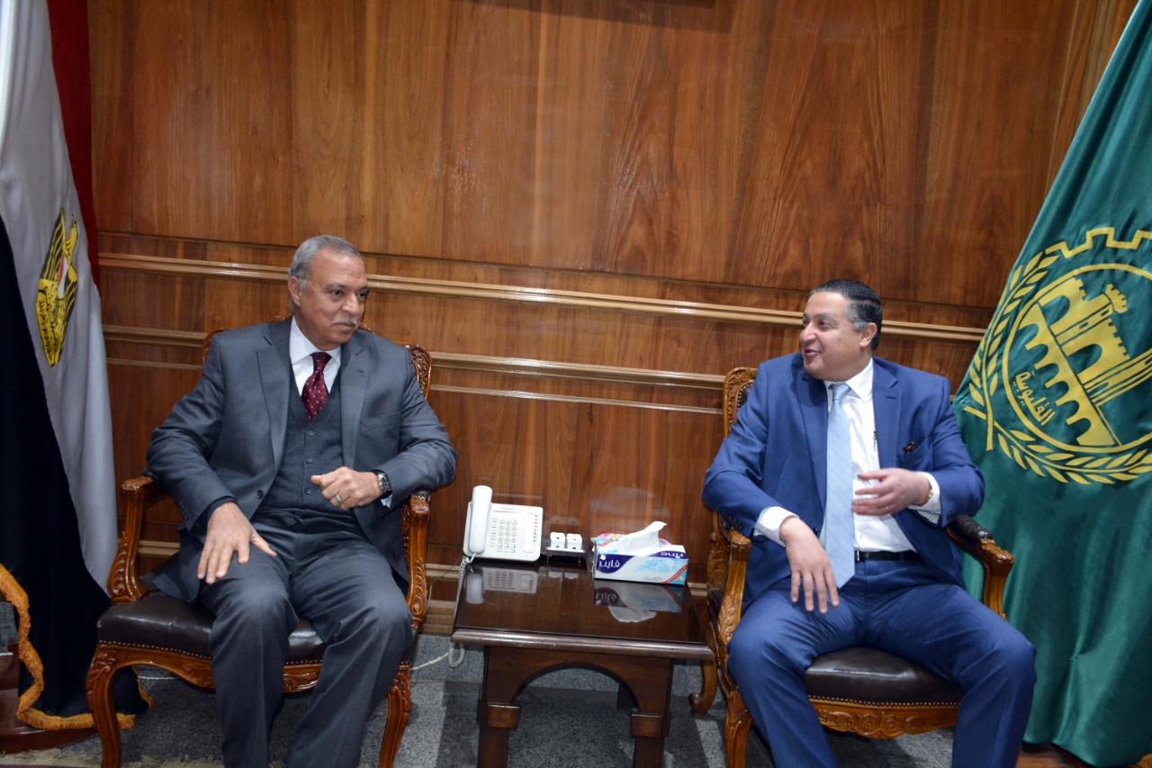 اجتماع رئيس جامعة بنها ومحافظ القليوبية (4)
