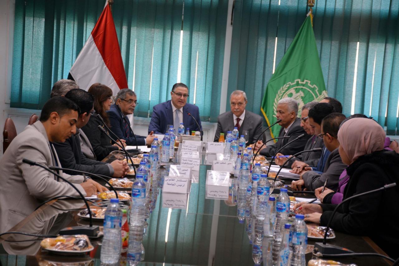 اجتماع رئيس جامعة بنها ومحافظ القليوبية (5)