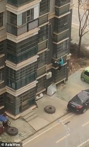 المرأة الصينية تهرب من منزلها (1)