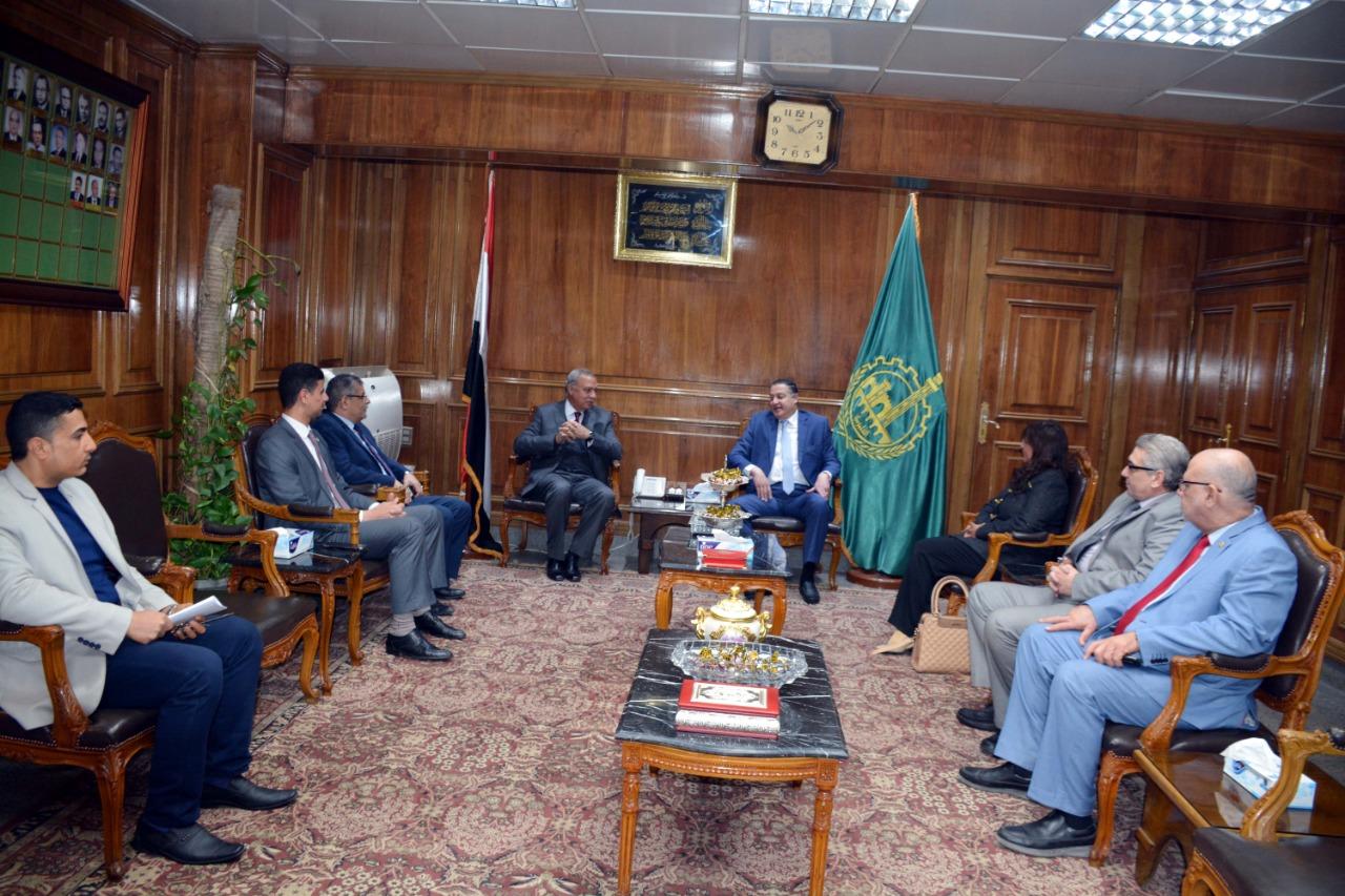 اجتماع رئيس جامعة بنها ومحافظ القليوبية (1)