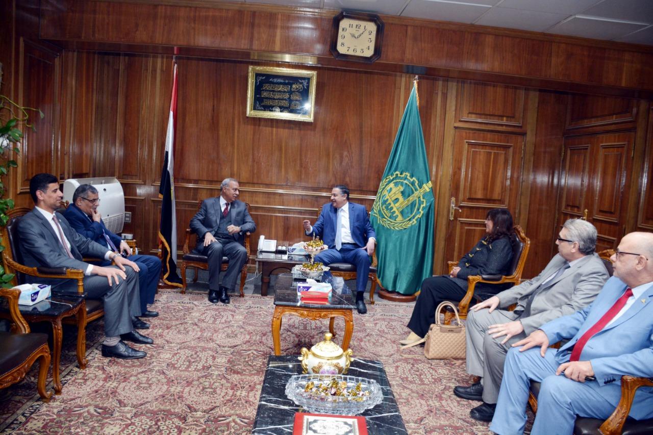اجتماع رئيس جامعة بنها ومحافظ القليوبية (3)