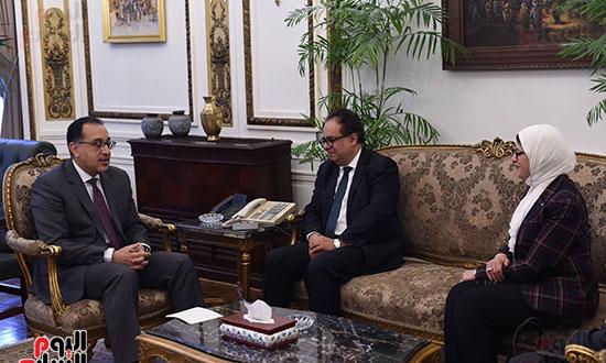 رئيس الوزراء يلتقى عميد الدراسات العليا (3)